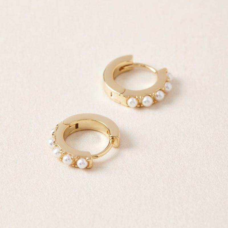 opale sur boucle d'oreille en or